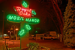 Royal Oaks Mobil Manor (Curtis Gregory Perry) Tags: road light usa signs luz sign oregon america photoshop licht us high highway neon dynamic pacific northwest bright lumire or united royal mobil ne retro aviso 99 signage pacificnorthwest states oaks manor range federal hdr highdynamicrange luce muestra signe medford sinal  zeichen highway99 non segno nen     teken   us99 4069