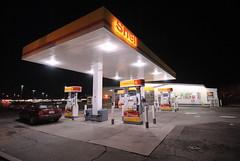 Shell (krobbie) Tags: station night random shell gas 1224mmf4g d200 nikond200 krobbie