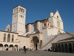Assisi - Basilica di San Francesco (gengish) Tags: city travel vacation italy holiday art church abbey digital canon geotagged photo italian europa europe italia european foto shot bell digitale picture powershot historic chiesa fotografia perugia assisi umbria hcc abbazia sanfrancesco a620 chiese centres italiamedievale gengish historiccitycentres anticando