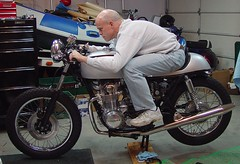 old man on the Silver Bullet (Doug Goodenough) Tags: cb550 honda motorcycle restoration caferacer cafebike doug engine douggoodenough drg531 07 2007 drg53107