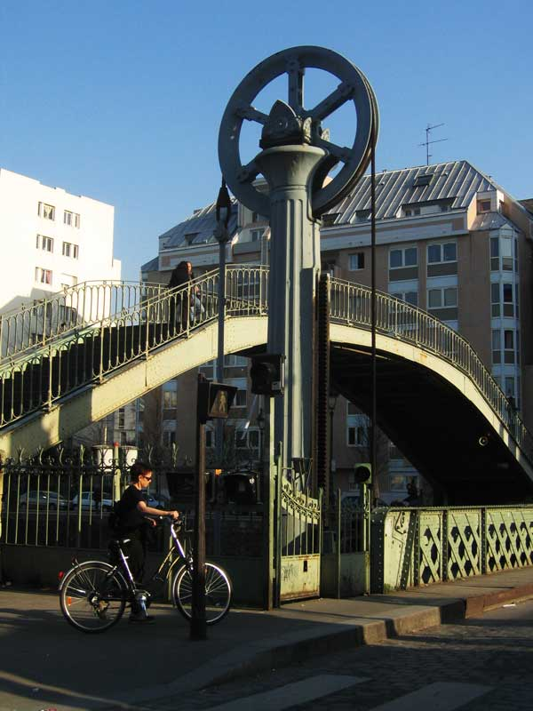 Roue à crémaillère du Pont Levant, rue de Crimée (19em)