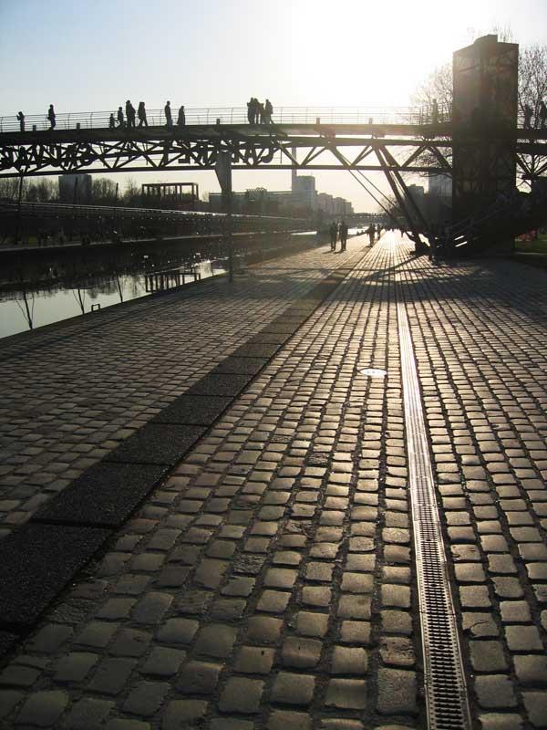 Quais du canal de l'Ourcq dans le Parc de la Villette