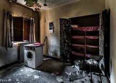 Mi hermosa lavanderia (Perurena) Tags: lavanderia laundry lavadora washmachina lavado estanterias armario closet ventana cortinas windows abandono ruinas decay escombros suciedad dirty habitación room casa house urbex urbanexplore