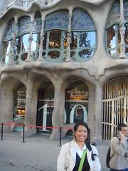 Me outside Casa Batll (Rachel Says Hi) Tags: barcelona casabatllo casabatll
