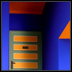 PRIVE (jose_miguel) Tags: door blue espaa orange color colour miguel azul private lumix spain puerta bravo searchthebest jose panasonic morocco maroc marrakech marrakesh bec marruecos naranja prive privado fz50 interestingness3 magicdonkey explore3 outstandingshots gtaggroup marraquech abigfave shieldofexcellence impressedbeauty bratanesque