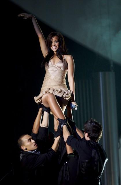 Rihanna canta en el Premio Nobel