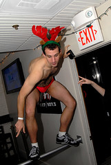 321- Santa Speedo Run 2006 (Violentz) Tags: charity boston run 2006 speedo santahat breastcancer allrightsreserved lir santaspeedorun december162006 2009patricklentzphotography patricklentzphotography