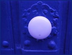Bouton (francois et fier de l'Être) Tags: klein bleu porte bouton kiss1 francoisetfier abigfave
