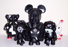 I see a Redrum and I want it painted black (agitprop) Tags: toy vinyl kidrobot anarchy urbanvinyl kozik qee dunny redrum chairmanmao labbit nade rotofugi frankkozik drbomb