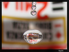 Water Drop With Reflections (RayDS) Tags: panorama motion macro reflection water speed reflections magazine photo droplets high italian waterdrop wasser action sony great drop refraction droplet waterdrops makro dsc wassertropfen tropfen focusing h5 rayds