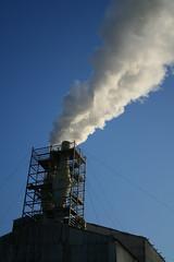 chimenea (oshkar) Tags: chimney smoke humo chimenea