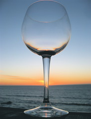 Cheers! (jurvetson) Tags: ocean sunset glass wine toast creativecommons transparency vin wineglass transparence coucherdesoleil happynewyear verre ocan bonneanne verrevin