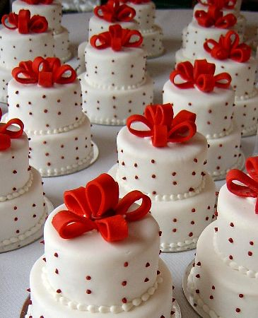 342935647 b24e48d741 Mini Wedding Cakes