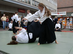 There you go (Solinde) Tags: demo aikido linkping lbk budo august2006 lillatorget linkpingsbudoklubb