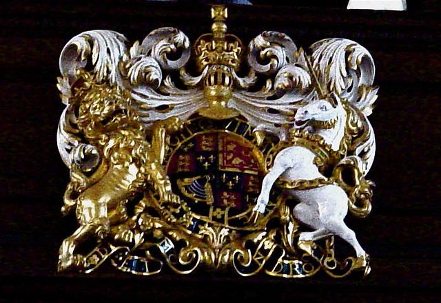 DSC01530 Royal Coat of Arms - Royal Chelsea Hopsital. Grinling Gibbons
