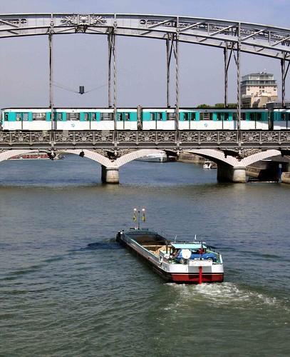 Le Pont d'Austerlitz, le métro et la péniche