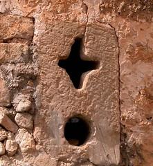 Ventanuco de la muralla de Palazuelos (stavlokratz) Tags: espaa window ventana spain guadalajara finestra fentre castillalamancha laalcarria ciudadamurallada palazuelos