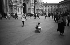 Milano (Valt3r Rav3ra - DEVOted!) Tags: lomo lomography lomolca lca rolleiretrò100 analogico film 35mm russiancamera sovietcamera streetphotography street valt3r valterravera visioniurbane urbanvisions bw biancoenero blackandwhite milano persone people duomodimilano piazzadelduomo