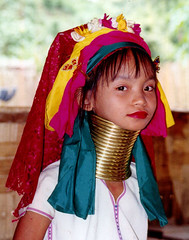 longneck girl ,northen Thailand (pickin pics) Tags: travel ladies portrait people portraits neck thailand necklace asia southeastasia long village faces burma traditional hill tribal karen ring rings longneck tribes myanmar tribe ethnic brass burmese mujeres birma coils bodymodification indigenous villagers hilltribes padang hilltribe longnecktribe karentribe padong longnecks padaung birmanie collo kayan longo birmania longneckkaren mujeresjirafa burmeseborder paduang giraffewomen