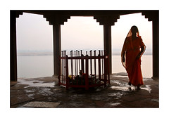 La courbe du temps - The curve of time (Elishams) Tags: city woman india indian traditional faith religion culture holy devotion varanasi ritual hindu indianarchive hinduism kashi ganga ganges rituals maa benares travelstory northindia uttarpradesh  manikarnika indedunord 50millionmissing superbmasterpiece hourofthediamondlight