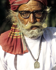 old man in traditional dress (wildlens) Tags: old india man necklace dress indian traditional  turban gujrat jadeja 70300g interestingness222 i500 manjeet outstandingshots explore17dec06 explore20061217 yograj manjeetyograjjadeja
