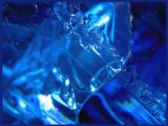 Eclat (francois et fier de l'Être) Tags: bleu cristal choc kiss2 fente éclat kiss3 kiss1 francoisetfier abigfave colorphotoaward