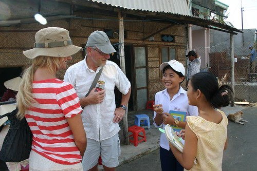 Julia and my dad chatting with some local girls in Mui Ne Village...