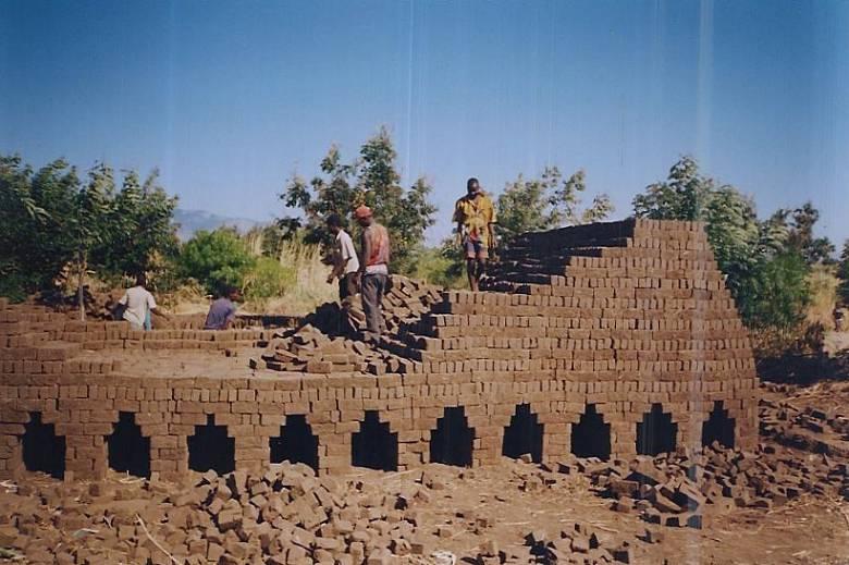 malawi-school-bricks-02