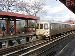 Tren del SIR en la estación de Eltingville