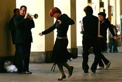 Ci sei dentro (Knrad) Tags: italien italy torino dance interestingness ballerina italia dancers streetphotography portici turin italie streetshot musiconthestreet viapo nikonstunninggallery afnikkor85mm18 eioquandoballosomiglioadunparacarromegliofotografare bestinlarge atechevoli corradogiulietti