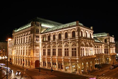 The Vienna State Opera por infraredhorsebite.
