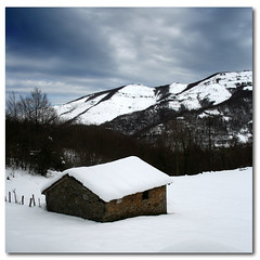 688 (Sau GM) Tags: winter espaa snow landscape spain bravo nieve nevada asturias paisaje invierno cabaa asturies naturesfinest 500x500 interestingness13 quirs abigfave salgm ltytr2 ltytr1 youvsthebest clickaddiction lpwinter thepinnaclehof