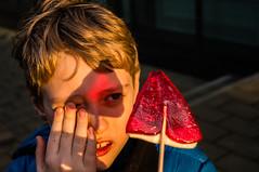 Red triangle. (pasiak75) Tags: 2016 dzieci piotr czerwony red sun słońce trójkat