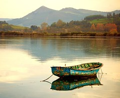 Peaceful waters (Ignacio Lizarraga) Tags: autumn landscape boat bravo peace paisaje nikond50 otoo marsh zb cantabria bote santoa marismas instantfave zyber abigfave anawesomeshot impressedbeauty