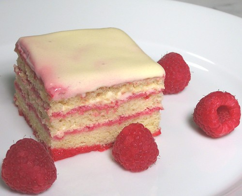 raspberry champagne trifle