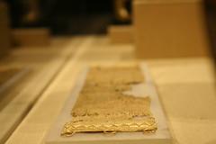 Golden (Wahish) Tags: nyc ny museum gold iraq culture bracelet museo met cultura mesopotamia metropolitanmuseumofart irak museumofiraq museodeirak