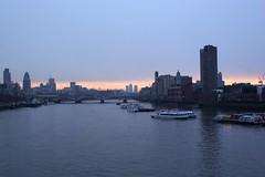 London A.M. (boncey) Tags: england london digital canon dawn lenstagged 28mm canoneos20d southbank lambeth waterloobridge canon28f18 img2126 photodb10574 lens:make=canon camera:model=canoneos20d lens:model=canon28f18 photodb:id=10574