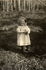 1920 Margit (YlvaS) Tags: old 1920s vintage photo child sweden antique picture photograph oldphoto about 1920 oldfamilyphotos flicka sandviken gstrikland gforgirl morfarochmormor mothersparents tjugotalet gammaltfotografi