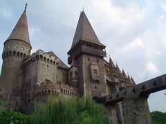 Hunedoara Castle (Brian A Petersen) Tags: castle 2004 brian romania drawbridge bp transylvania moat fortress roumanie petersen corvinesti hunedoara bpbp brianpetersen brianapetersen top20travelpix