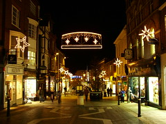 Christmas Shopping, Windsor (Lever) Tags: england shopping streetlights christmaslights christmasdecorations windsor highstreet