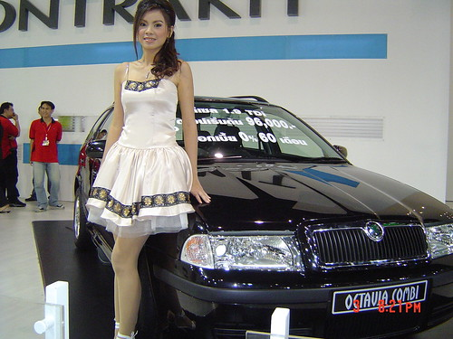 Automotive_asian_Girl-Sexy-Fiat_Babe
