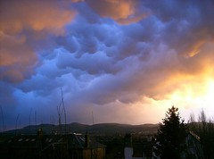 Last Sunset of 2006 (keithr) Tags: sunset sky clouds edinburgh arty newyear mammatus corstorphine