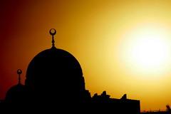 mosque (Raul Wong Roa) Tags: sun white silhouette yellow mosque doha qatar raulwongroa