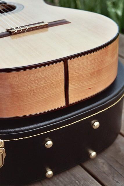 373193507_9c7e658d5b_z-Guitar-Luthier-LuthierDB-Image-5