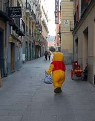 Pooh goes shopping (by curly_exp( l)osure)