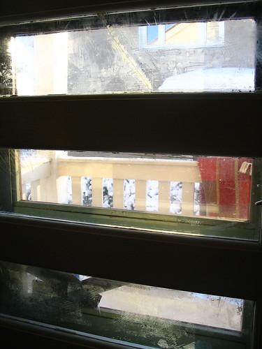 ikkunalasi_on_likainen_ja_rikki