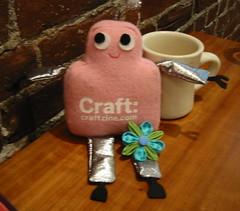 Pink Craftie and kanzashi magnet (susanstars) Tags: crochet craft crafty kanzashi craftypod pinkcraftie sisterdiane