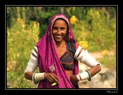 Goatherd's wife (Manon van der Lit) Tags: travel woman india geotagged 10d indien rajasthan bangles linde narlai goatherdwife manonvanderlit