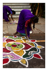 Kolam (Elishams) Tags: india women indian worker indianarchive pondicherry southindia kolam mtier