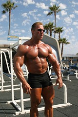 Gary Strydom 2006 Venice Beach CA (109) (Pete90291) Tags: pecs muscles arms muscular chest bodybuilder biceps abs quads musclemen ifbbpro probodybuilder garystrydom ifbbbodybuilder professionalbodybuilder